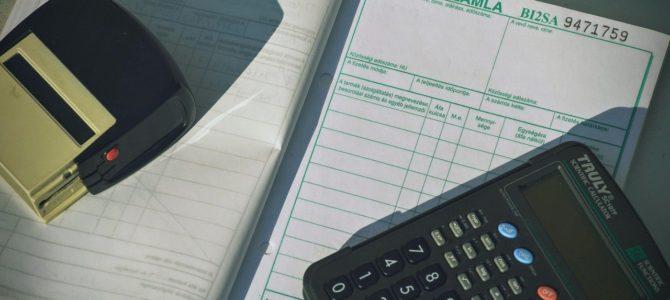 消費税のインボイス発行事業者になるかの事前検討